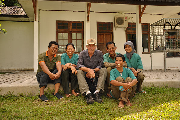 Harrison and Veterinarian Team of Nyaru Menteng